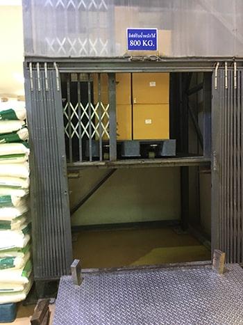 ลิฟท์บรรทุกสินค้าในโรงงานอุตสากรรม