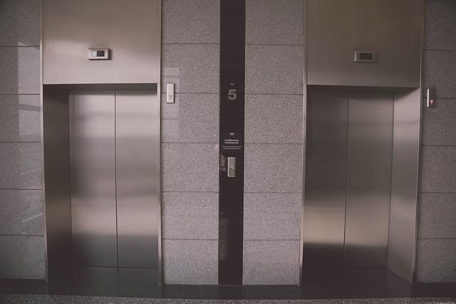 ลิฟต์โดยสารในสำนักงาน